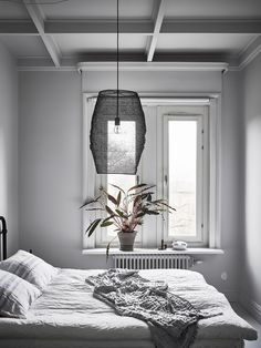 11 tips for a scandinavian style bedroom (that you can re-create) - DIY home decor - Your DIY Family Winter Bedroom, Home Bedroom, Bedroom Decor, Bedrooms, Bedroom Ideas, Bedroom Lighting, Bedroom Inspiration, Scandinavian Style Bedroom, Design Scandinavian
