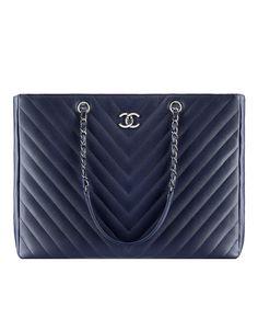Large shopping bag, grained calfskin-navy blue - CHANEL