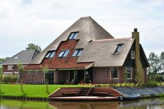 mooie stolpboerderij in Hauwert- Noord Holland. Ontworpen door Maarten Koning en gebouwd door Ambacht Aannemersbedrijf