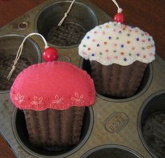 cupcakes + felt. what's not to love?