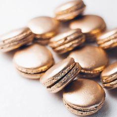 Golden Salted Caramel macarons
