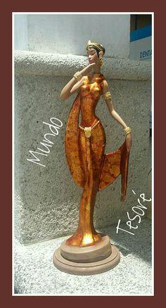 Linda muñeca de céramica pintada por Mimi