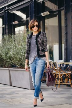 boyfriend jeans, gray tee and tweed jacket Style Work, Style Me, Belle Silhouette, Looks Jeans, Mein Style, Mode Chic, Teen Fashion, Fashion Trends, Runway Fashion