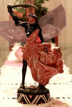 Ewa ou Yewá, orixá feminino do Rio Yewa. Protetora das moças virgens e dona da vidência. linhadasaguas.com.br Oya Goddess, Goddess Warrior, Afro, Yoruba Religion, Gods And Goddesses, Statue, Portal, Faith, Dolls