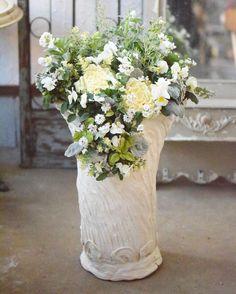 NanaはInstagramを利用しています:「こちらはお客様オーダー作品。 少し前に納めさせて頂きました。 今年は気温のアップダウンが激しく、お花も人も本当に体調崩しやすいです。 耐寒性温度とは文字通り寒さに耐える温度のこと。 生育適温ではございません💦 人と一緒で耐えるということはちゃんと耐えられる健康…」 Glass Vase, Instagram, Home Decor, Decoration Home, Room Decor, Home Interior Design, Home Decoration, Interior Design