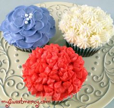 Three cute cupcakes  ... flowers for birthdays, weddings, etc. #cupcakes #baking
