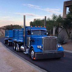 Talk about an amazing colour too! Big Rig Trucks, Dump Trucks, Cool Trucks, Pickup Trucks, Peterbilt 359, Peterbilt Trucks, Heavy Construction Equipment, Good Ole, Cummins