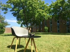 Some Danish #HAY furniture enjoying the sun on a funny day.  The HAY AAC22 with black shell, Steel Cut Trio upholstery with the colourcode124, and oak legs. Design by Hee Welling.   Seen together with a small (Ø50x50cm) HAY Copenhague (Round Table CPH20), with black linoleum and oak legs as well. Design by brothers Bourollec.  The bowl on the table by the way is a Georg Jensen.  Perfect example of Nordic design, and good inspiration for homedecor and