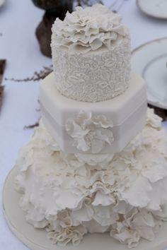 I absolutely LOVE white on white cakes.