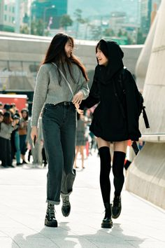 The Effective Pictures We Offer You About Womens Street Style casual A quality picture can tell you many things. You can find the most beautiful pictures that can be presented to you about Womens Stre Korean Girl Fashion, Korean Fashion Winter, Korean Street Fashion, Winter Fashion Outfits, Cool Street Fashion, Women's Summer Fashion, Fashion Week, Seoul Fashion, Zara Fashion