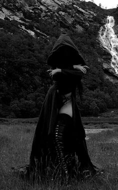 Angel After Dark. If you don't have any gothic fashion sense, this article is for you. There is absolutely no reason for you to look like a gothic fashion disaster. Queen Aesthetic, Gothic Aesthetic, Witch Aesthetic, Aesthetic Black, Goth Beauty, Dark Beauty, Dark Fantasy Art, Dark Fashion, Gothic Fashion