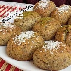 Nefis Haşhaşlı Tatlı (Margarinsiz) - Nefis Yemek Tarifleri - Çorba Tarifleri - Las recetas más prácticas y fáciles Poppy Seed Dessert, Tasty, Yummy Food, Yummy Recipes, Recipe Mix, Arabic Food, Iftar, Turkish Recipes, Street Food