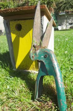Grass Clippers shears green handle work  Rusty by EKRdoodleVintage, $10.00