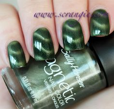 Scrangie: Sally Hansen Electric emerald