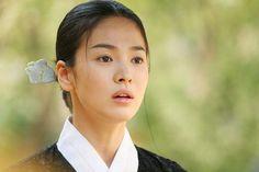 Hwang Jin Yi (Movie)  (Legendary Courtesan Hwang Jin Yi) - (English) TYPE3 Hwang Jin Yi (황진이) is a 2007 South Korean biographical romantic drama film directed by Jang Yoon-hyeon. It is based on the life of Joseon-era kisaeng Hwang Jin-i, starring Song Hye-kyo in the title role. Plot  The story follows Hwang Jin Yi, a gisaeng who lived in 16th century Korea. Hwang Jin-Yi was a beautiful, talented and intelligent young woman who was able to read and write well, but even she ...