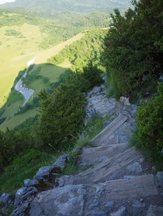 Camino Maria Magdalena foregår i de storslåede, franske Pyrenæer, hvor vi 2 uger vandrer og kører for at opleve alle de energifyldte steder i hjertet af Maria Magdalenas og katharernes område.