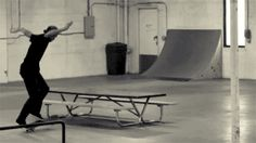 Poltergeist Δ via Ffffound! Skate Boy, Skate Surf, Old School Skateboards, Skate And Destroy, Downhill Bike, Surf City, Skateboard Art, Parkour, Wakeboarding