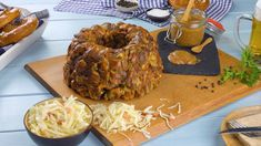 Hearty Gugelhupf with pretzels and sausages - Finger-Food - Oktoberfast Cauliflower Cheese Bake, How To Cook Cauliflower, Oven Vegetables, Healthy Vegetables, Pretzels, Yummy Snacks, Snack Recipes, Bread Recipes, Homemade Sauerkraut
