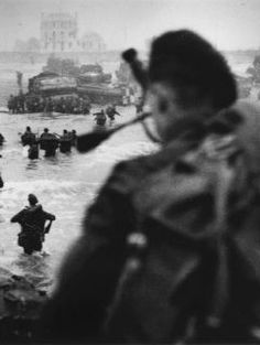 British soldiers landing on the coast of Normandy. Operation Overlord - D-Day, 6 June 1944.
