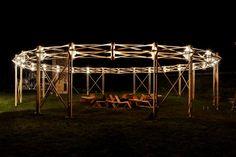 Le projet Mazzocchio fait se rencontrer l'espace et la lumière pour créer un lieu d'échange. Cet été, les architectes Martial Marquet & Nicolas Polaert ont été retenus pour participer au festival d'architecture Hellowood, à Csórompuszta, Hongrie.  Ils ont dessiné pour l'occasion une structure qui est à la fois un point de rencontre et un signal : le Mazzocchio, dont le nom et la forme sont inspirés des dessins géométriques de Paolo Uccello, peintre de la Renaissance italienne.