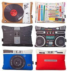 puff_originales_marca_woouf_cojines_2 Diy Pillows, Throw Pillows, Funny Furniture, Free Printable Art, Home Studio Music, Wallet Tutorial, Office Items, Music Decor, Diy Wall Art