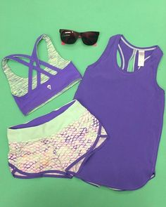 Sprint in the sun and stay cool in this lighweight singlet with back slits for ventilation.   Sun Sprinter Singlet