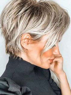 Short Blonde Haircuts, Edgy Short Hair, How To Curl Short Hair, Short Hairstyles For Women, Haircut Short, Blonde Pixie Hairstyles, Back Of Short Hair, Blonde Short Hair Pixie, Short Hair Cuts For Women Pixie