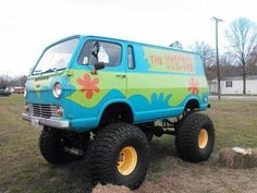 The mystery machine Savage Life, 4x4 Van, Jeep Suv, Cool Vans, Ford 4x4, Custom Vans, Custom Trucks, Campervan, Monster Trucks