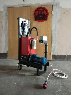 Гидростанция для питания различного оборудования: трубогибов, листогибов, прессов итп. Построена на базе двигателя 2.2 кВт / 1400 об/мин и насоса с рабочим объемом 4 см3. Рабочее давление 250 бар. Емкость бака 20 л. Diy Tools, Home Appliances, Wood, House Appliances, Woodwind Instrument, Timber Wood, Appliances, Trees