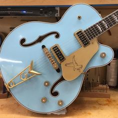 Gretsch Guitars - Guitar What You Must Know Beginner Electric Guitar, Blue Electric Guitar, Fender Electric Guitar, Vintage Electric Guitars, Cool Electric Guitars, Vintage Guitars, Gretsch, Fender Stratocaster, Fender Custom Shop