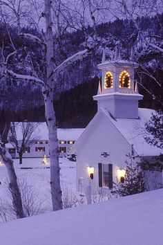 little church in Yosemite. Christmas church Country Church, Pagosa Springs CO Winter Szenen, I Love Winter, Winter Magic, Winter Christmas, Christmas Lights, Winter Night, Christmas Town, Merry Christmas, Purple Christmas