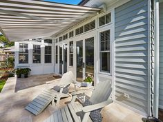 The Hamptons look is rooted in American history but Australians have modernised the trend to suit a more laid back lifestyle. Get the top tips for renovating to achieve the look. Coastal Style, Coastal Bathrooms, Modern Farmhouse Exterior, Beach House Decor, Coastal Cottage, Coastal Bedrooms, Coastal Interiors, Hamptons Style Homes, Outdoor Living