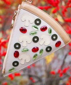 Don't like olives or green peppers on my pizza but I love this pizza clutch and think it's super cute