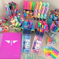 Pin by otrio stationery on pens, highlighters, pencil case organizers Cool School Supplies, College School Supplies, School Supplies Organization, Desk Organization, Office Supplies, Planner Supplies, Study Room Decor, Cute Room Decor, School Stationery