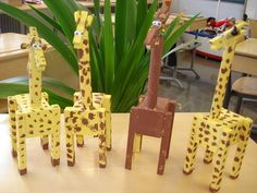 Muistilapputeline Giraffe Crafts, Wood Crafts, Diy Crafts, Craft Gifts, Puppets, Craft Projects, Crafts For Kids, Triangle, Woodworking