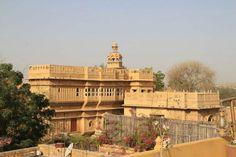 Un palais encore authentique où l'on peut séjourner avec l'accord du Maharadjah et préservé des restaurations douteuses dans le goût de l'hôtellerie de luxe.