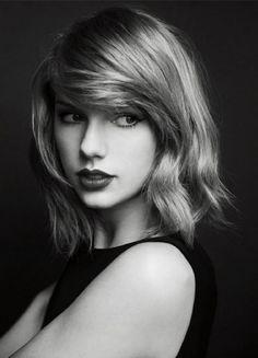 Taylor swift initialement chantée des chansons de musique country, mais maintenant c'est un peu de tout. Elle est une bonne chanteuse et je l'aime vraiment.