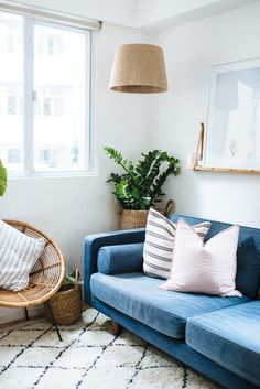 Finally, 7 IKEA Light Fixture Hacks Worth Your Time Like most people, we love to decorate on a Ikea Light Fixture, Modern Light Fixtures, Living Room Decor On A Budget, Decorating On A Budget, Ikea Hacks, Ikea Seat Cushions, Bad Hacks, Ikea Bad, Ikea Ranarp