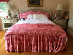 Found on EstateSales.NET: King Size Bed and 2 Nightstands