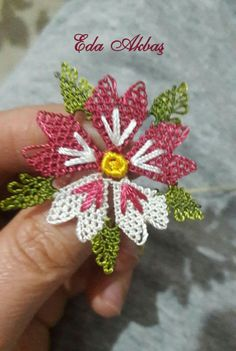 This post was discovered by Zehra Kubat Konal. Discover (and save!) your own Posts on Unirazi. Needle Lace, Needle And Thread, Lace Flowers, Crochet Flowers, Crochet Shirt, Lacemaking, Point Lace, Unique Crochet, Silk Ribbon Embroidery