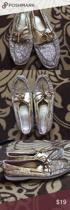 Gold and glitter Sperry boat shoes, size 7.5 Sperry Topsider boat shoes, size 7.5, EUC have a ton of life left in them Sperry Top-Sider Shoes Flats & Loafers