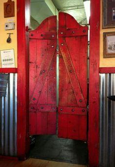 Bar kapısı.