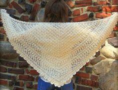 Det smukke sjal har jeg selv om skuldrene næsten hver dag, jeg elsker det! - dog ikke det på billedet, det er hæklet af Michele selv. Opskriften er lavet i 3 dele - og jeg ønsker dig rigtig god fornøjelse :) … Læs resten →