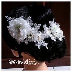 Wedding headpiece full kristal ready stock by Sanfelizia. Harga: Rp.600.000,- #headpiece #headaccessories #handmadeheadpieces #fabricflower #handmade #aksesoriskepala #aksesorisrambut #fascinator #Jakarta #sanfelizia #wedding #bride #pernikahan #Hijab #Jilbab #hiasanJilbab #hiasanKerudung #hiasanHijab #pengantin #veil #hairaccessories #MUA #mua #hairdo #hairstylist #updo #readystock #bohemianstyle #boho #wire #pearl #bridal #floral #vintage #1920s #flower #petal #hiasankepala #fashion…