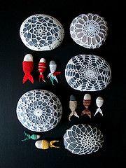 Crochet stones Stone Crafts, Rock Crafts, Arts And Crafts, Paper Crafts, Cute Crochet, Knit Crochet, Crochet Lamp, Crochet Stone, Faux Rock
