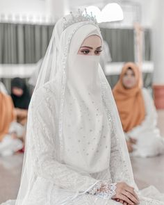Modest Fashion Hijab, Niqab Fashion, Muslim Fashion, Muslim Brides, Muslim Women, Muslimah Wedding Dress, Wedding Dresses, Bridal Veils And Headpieces, Islamic Girl