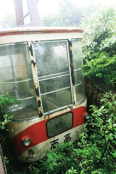abandoned aerial tramway : A station and gondola are abandoned for 14 years in the mountain, without being removed.