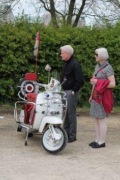 Mod couple. Piaggio Scooter, Vespa Bike, Vespa Scooters, Retro Scooter, Scooter Custom, Scooter Girl, Tailor Made Suits, Mini Bike, Mod Fashion