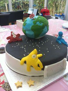 Alien invasion Alien Cake, Alien Invasion, Desserts, Food, Tailgate Desserts, Deserts, Essen, Postres, Meals