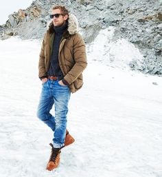 it never gets that cold here but Jack needs an olive Parka and a navy blue sweater Style Brut, Style Costume Homme, Snow Outfit, Mens Fall, Mens Winter, Winter Wear, Casual Winter Outfits, Casual Wear, Simple Outfits